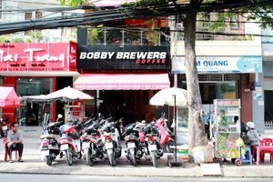 Bar Saigon Bobby Brewers