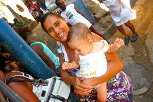 favela femme bresil enfant