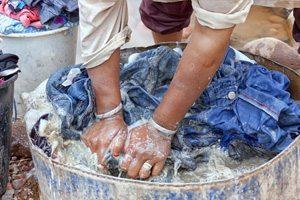 Laver ses vêtements en voyage