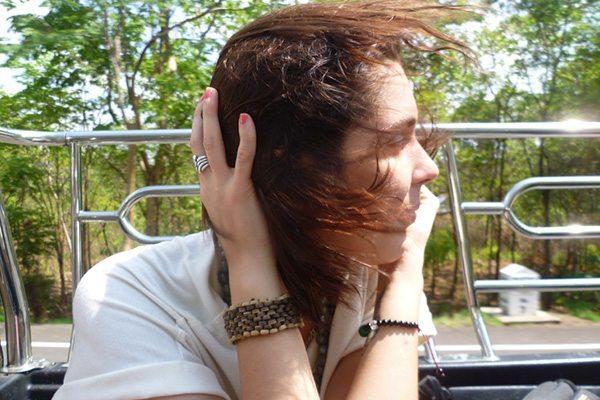 Van, cheveux aux vent