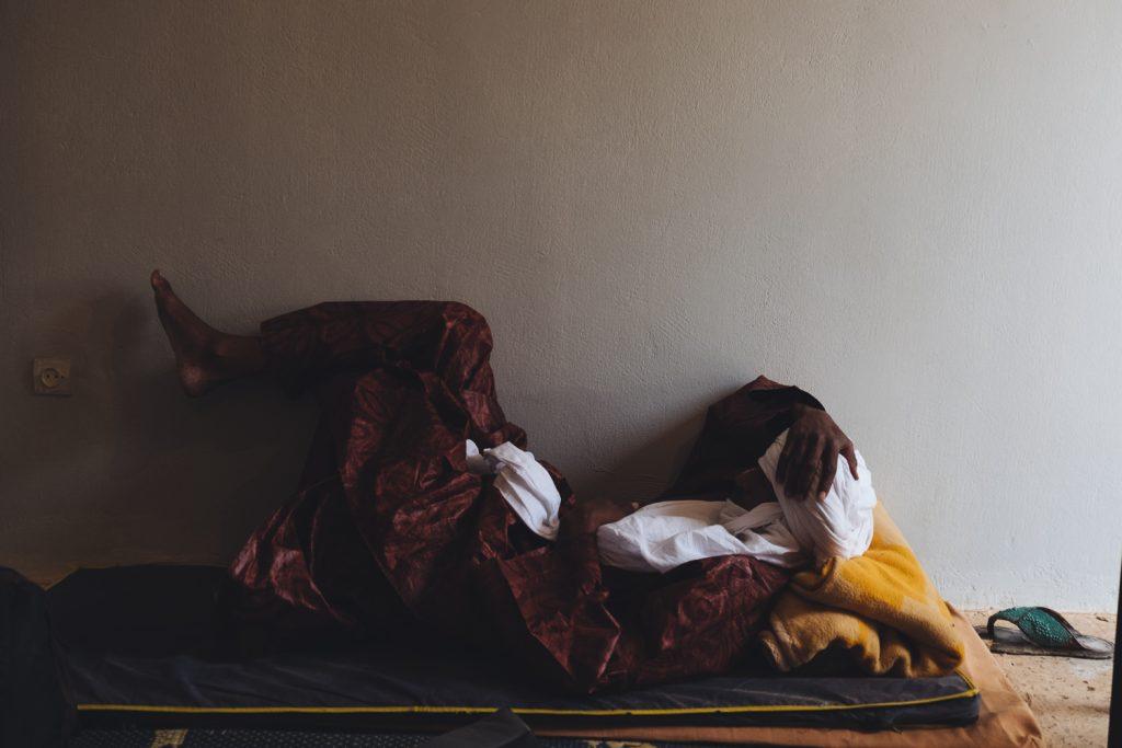Vêtement Touareg : Bey qui fait la sieste